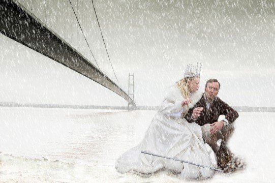 Hullywood Icons numbers 114 and 115 Film: The Lion, the Witch and the Wardrobe. Location: Humber Bridge.